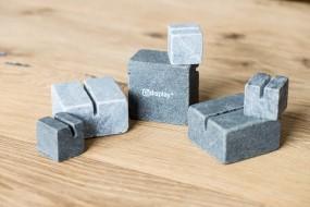 Tischaufsteller aus Stein als Menükartenhalter oder POS-Display