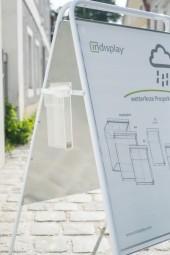 Prospekthalter an Kundenstopper befestigen - die perfekte Lösung